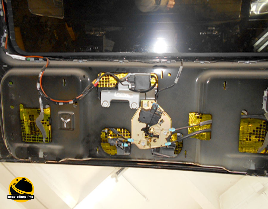 виброизоляция крышки багажника Hummer H2