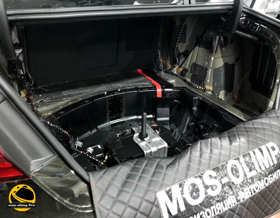 шумоизоляция багажника ауди а8