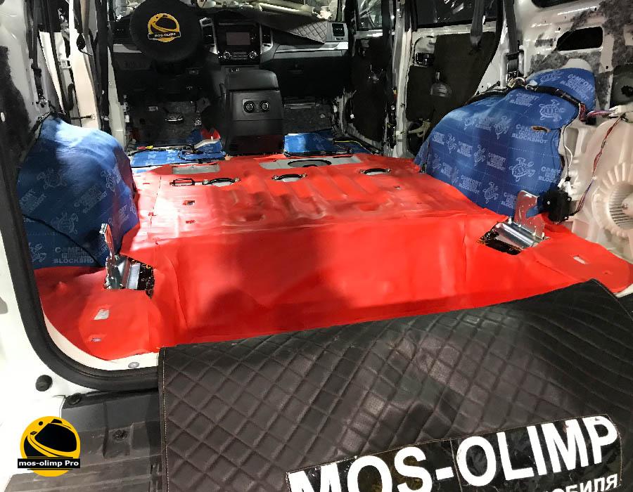 шумоизоляция багажника мицубиси паджеро 4